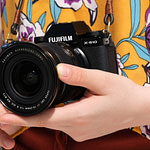 Fujifilm Introduces X-S10 Mirrorless Digital Camera